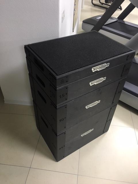 Wood plyo box technogym